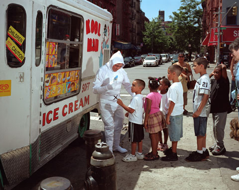 Dulce Pinzon - BOLIVAR ABRIL from Quito, Ecuador works as an ice cream man in New York. He sends 250 dollars a week
